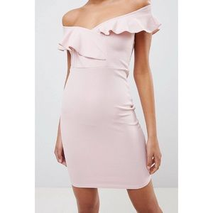 HOST PICK 💕 Ruffle plunge front pencil dress